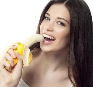 zena s bananem