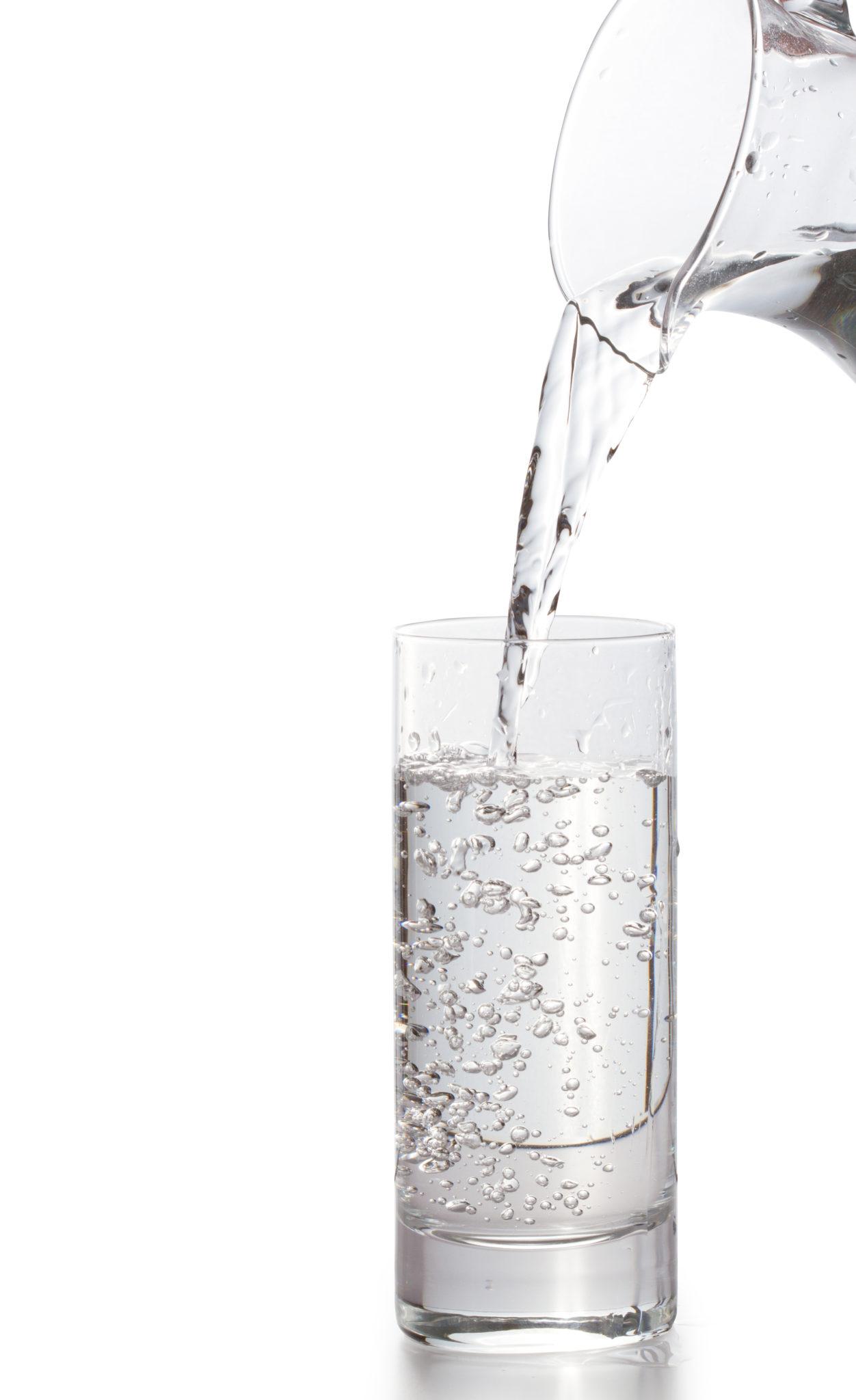 Volná a obsazená voda jsou klíčem k pochopení pitného režimu
