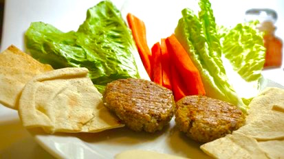 Quinoa falafel s 3P dipem z tahini vás hodí do pohody